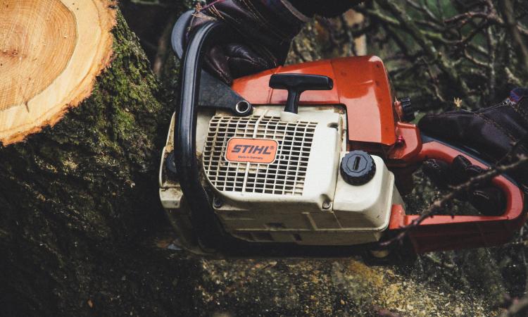 kettingzaag is niet uitgevonden om door hout te komen